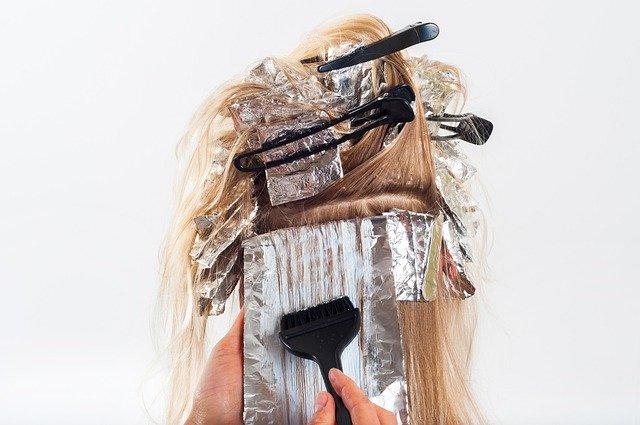 sposób na siwe włosy